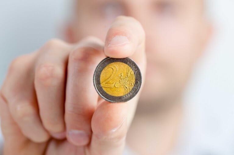 2 Euro Münze wegen wenig Einkommen